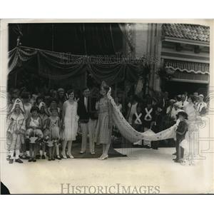 1928 Press Photo Jack Kay Crowns Gertrude Hoff Queen of Baby Parade New Jersey
