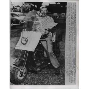 1953 Press Photo Kenneth W. Thompson, Linotype operator