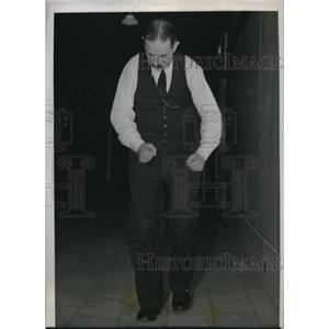 1938 Press Photo Chicago Dr Harry Klink chiropodist walks 100 yds in 12 secs