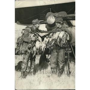 1926 Press Photo Sam Bohn & William Banta & ducks hunted in Calif