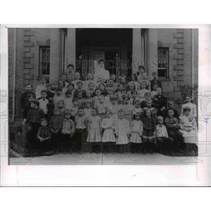 1905 Press Photo Jones home with kids