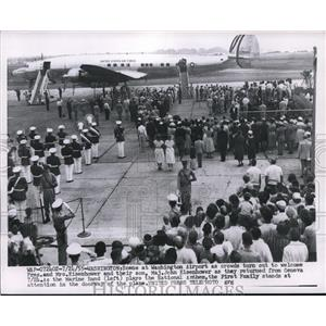 1955 Press Photo President Dwight D. Eisenhower Greeted, Washington Airport