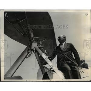 1937 Press Photo Girard Post Derrick Examines Mechanical Parachute