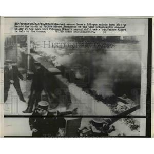 1914 Press Photo Acient Canon Boom 101 Gun Salute Birth Prince Albert