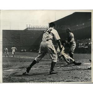 1936 Press Photo Phillies Norris slides home vs NY Goants - nes30688