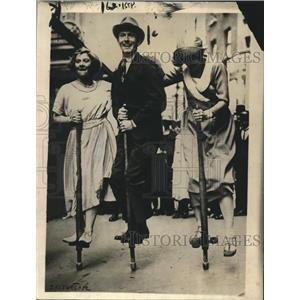 1921 Press Photo Mona Vivian, Reg Sharland & Anne Grcest Pogo Stick Race