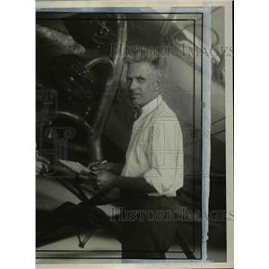 Press Photo James P Johnson aircraft inspector at Department of Commerce