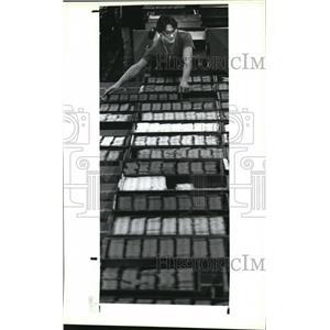 1987 Press Photo Dixon-Ticonderoga worker Dale Lawrence  - cva94550