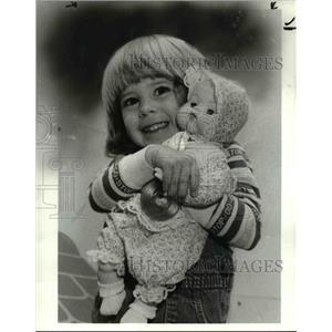 1984 Press Photo Cheryl Balogh w/ doll at the Rainbow family store - cva80499