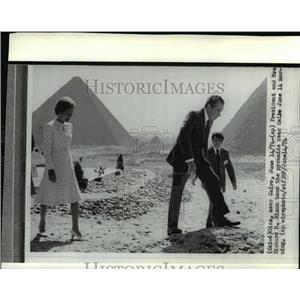 1974 Wire Photo Pres. Nixon & wife tour the pyramids at Cairo - cvw11967