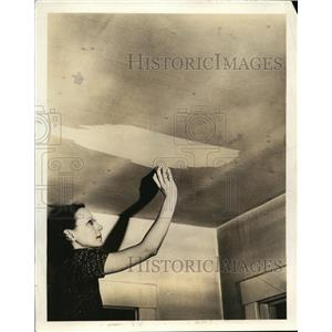 1940 Press Photo A plasterboard ceiling cleaned by a woman on a ladder