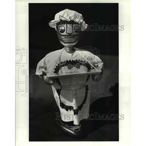 1984 Press Photo The Robot servant - cva76391