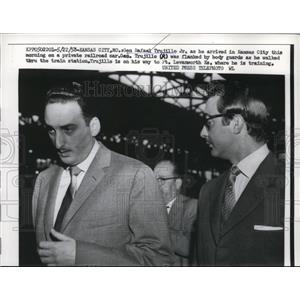 1958 Press Photo Gen.Rafaek Trujillo Jr.arrived in Kansas City on a railroad car