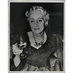 1953 Press Photo British actress Helen Haye on 79th birthday in London