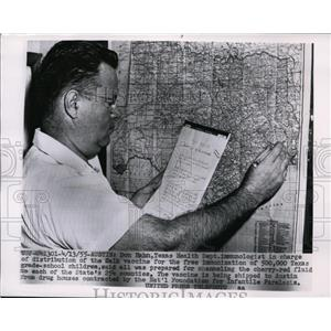 1955 Press Photo Don Hahn Texas Health Dept immunologist for polio vaccine