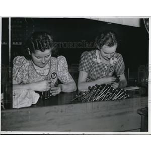 1941 Press Photo Valve Inspectors - cva72304
