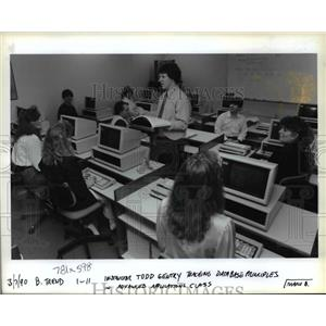 1990 Press Photo Computer class at Trend College - orb42384
