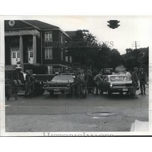1968 Press Photo Road Block At Akron for Riot and Demonstrators at Ohio Akron.