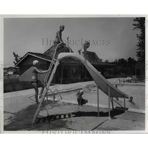 1971 Press Photo Swimming pool, Living Homes Pinegate - cva80164