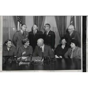 1957 Press Photo Pres. Eisenhower with delegation of Republican Natl.Committee.