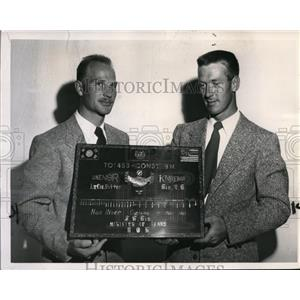 1951 Press Photo M/Sgt Walter Catling & Sgt Jack C Frost display plaque