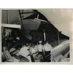 1961 Press Photo scene of False ceiling collapse at E.105th St-Euclid Market