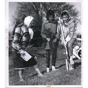 1962 Press Photo Mrs Henry Peshek, Christine Switalski & Joette Sterle