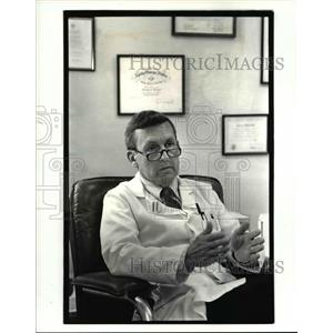 1987 Press Photo Dr. George Wright of the Euclid Clinic MEDNET - cvb01960