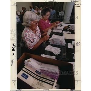 1993 Press Photo Oregon Voting - orb55622