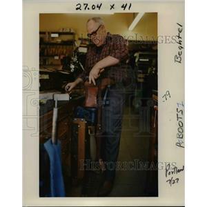 1989 Press Photo Shoe Repair, John Newburry - orb47945