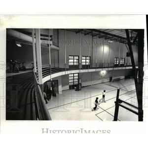 1986 Press Photo New Jewish Community Center showing the suspended track over