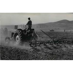 1949 Press Photo Farm Scenes - spa03089