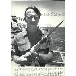 1971 Wire Photo Navy Lt.Fred Schmidt Displays a New Anti-Shark Device