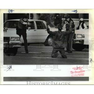 1989 Press Photo Portland police train guns on a passer-by caught up in a drug