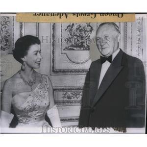 1958 Press Photo Queen Elizabeth and Konrad Adenauer in Windsor castle