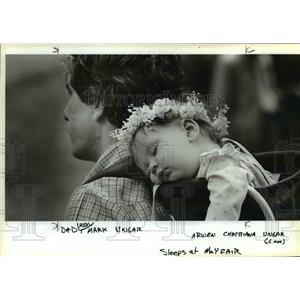 1984 Press Photo 6-month-old Arwen Christiana Ungar sleeps at her father