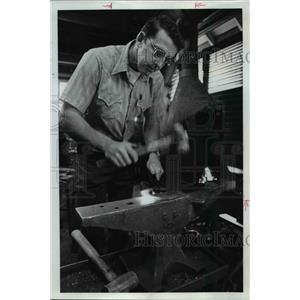 1974 Press Photo Lee McDaniel, rugged director of the Farrier School at O.S.U.