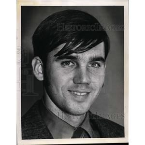 1971 Press Photo Rich Maurer Teacher at the Holy Name High - nee87698