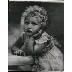 1953 Press Photo Princess Anne on her 3rd birthday at Balmoral castle, Scotland