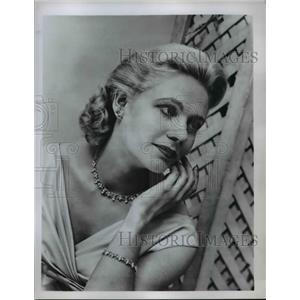1959 Press Photo Fashion model in costume jewelry necklace ,bracelet, earrings