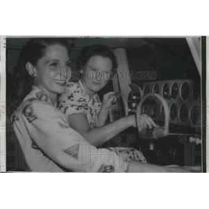 1956 Press Photo Bonnie Butler & Mrs Marrhorie Miller in plane cockpit