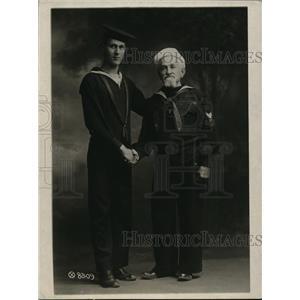 1918 Press Photo Oldest man in Navy Adolph L Lowe age 77 grandson Gaston