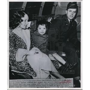 1951 Press Photo Military man BL Deel, wife & daughter Linda Sue in Bristol TN