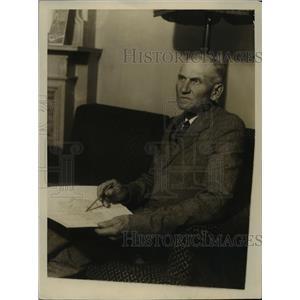 1928 Press Photo Ole Eilson father of Polar Flyer Lt. Ben Elison arrive in N.Y