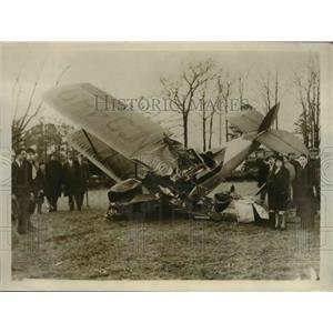 1930 Press Photo Wreckage of plane that crashed after hitting radio antenna