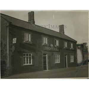 1924 Press Photo Feathers Inn at Dersingham England Owned by King George