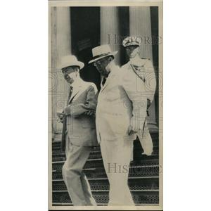 1933 Press Photo Claude Swanson, Sec of Navy, with Lawrence M Judd, Governor