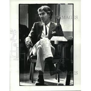 1983 Press Photo Charles Keating teaches class at CWRU - cvb71995