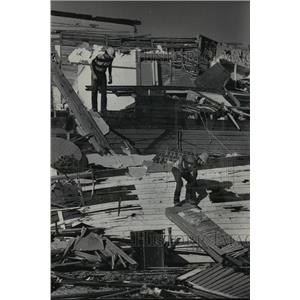 1984 Press Photo Man stood on debris that had been Village Bar & Restaurant