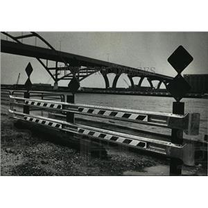 1992 Press Photo New Guardrail Installed After Two Died in MIlwaukee River